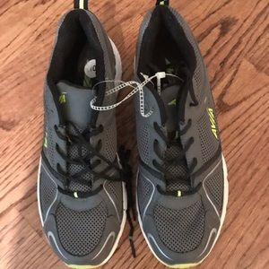 Men's Avia track shoes